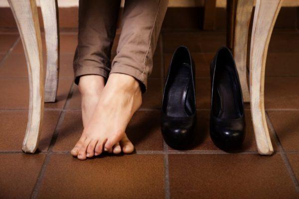 0aff1563c93040 Як розтягнути взуття в домашніх умовах | Для дому