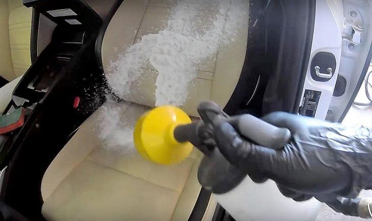 Чем очистить сиденья автомобиля от пятен в домашних условиях 41