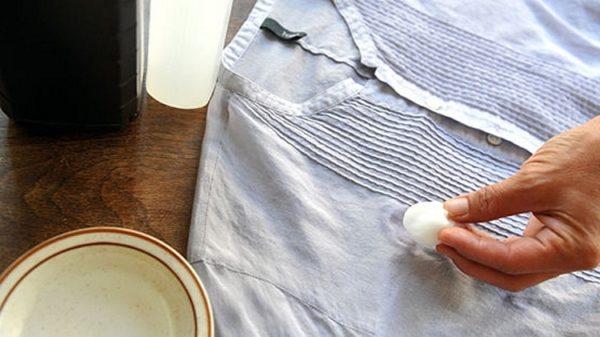 Як прибрати віск з одягу  3 ефективних методів видалення плям  1b8dc8d218cb5