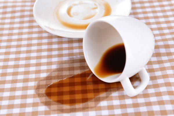 Як відіпрати кави з одягу (білого або інших кольорів) 84e186dae39a5