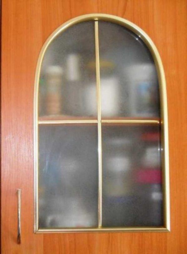Чем мыть матовые стекла на дверях