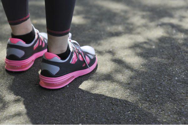 Як розтягнути кросівки або кеди в домашніх умовах на розмір більше в довжину  або збільшити ширину. Щоб швидко і ефективно розносити спортивне взуття ... 8f624bd0c530c