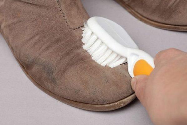 Як почистити замшеві чоботи в домашніх умовах  8 способів і покупні засоби 6c7d7f470b371