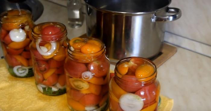 Все овощи следует вымыть и обсушить от лишней влаги.