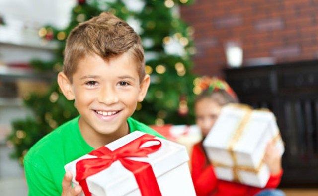 """Результат пошуку зображень за запитом """"діти з подарунками"""""""
