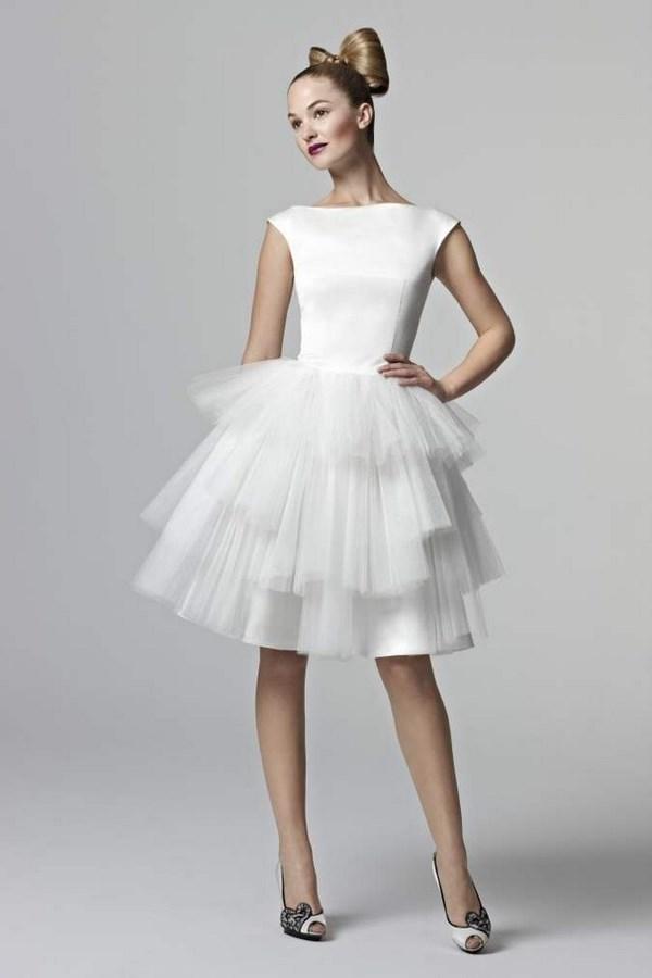 ... Найкрасивіші короткі весільні сукні 2018 2019  фото каталог весільних  суконь ... 77f948731f8bc