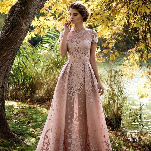... Самі модні випускні плаття 2019 2020 року cfe99bea8a4ba