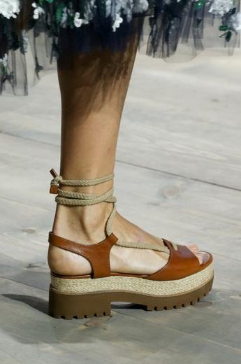 Модна жіноче взуття на весну і літо 2019 року  фото і стильні тенденції ... 1ae6821d4196f