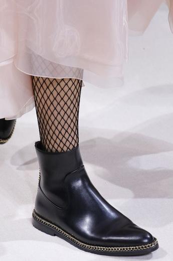 ... Модна жіноче взуття на весну і літо 2019 року  фото і стильні тенденції 08d000b67c978
