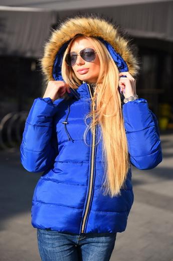 Жіночі куртки зі штучного хутра  зимові моделі з хутряними комірами і  капюшонами ... 95d4f6e6ef5b2