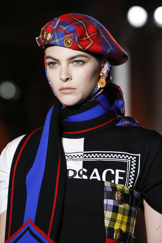 Модні жіночі шапки (100+ фото новинок) сезону Осінь Зима 2019 ... 9440a0f368b03