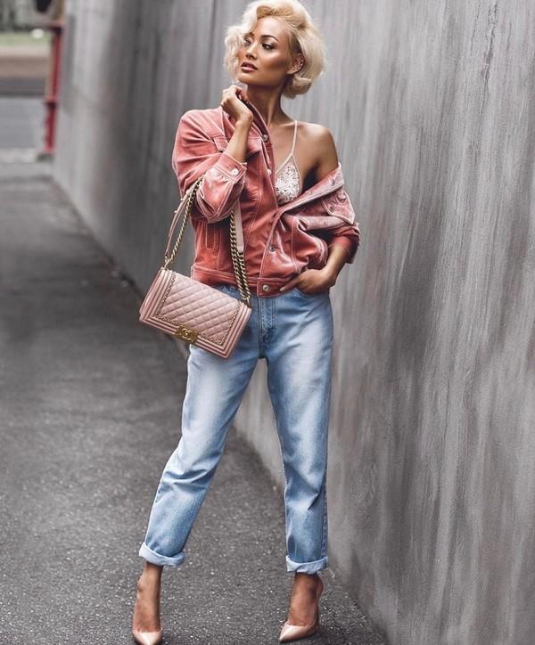 З чим носити джинси в сезоні 2019 2020 модні ідеї образів з джинсами фото 302506db24045