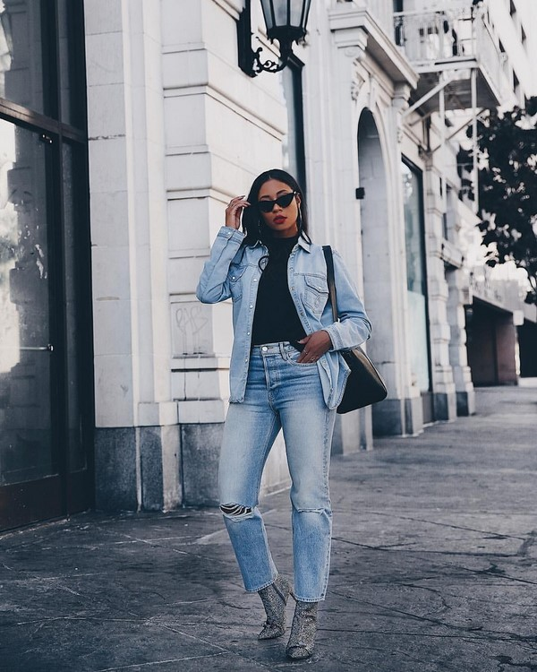 ... З чим носити джинси в сезоні 2019 2020 модні ідеї образів з джинсами  фото ... 879b32a4b6a31